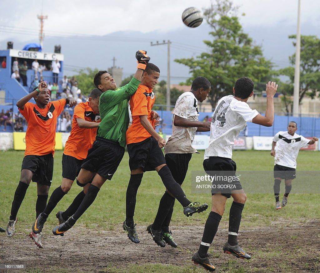 Mata Machado and Complexo da Penha players vie for the ball during their Favelas Football Cup semifinal football match in Bangu, 65 kms from Rio de Janeiro, Brazil, on January 26, 2013. AFP PHOTO