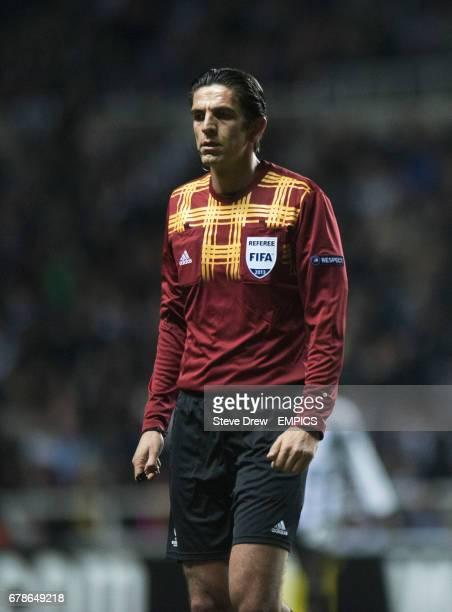 Match referee Deniz Aytekin