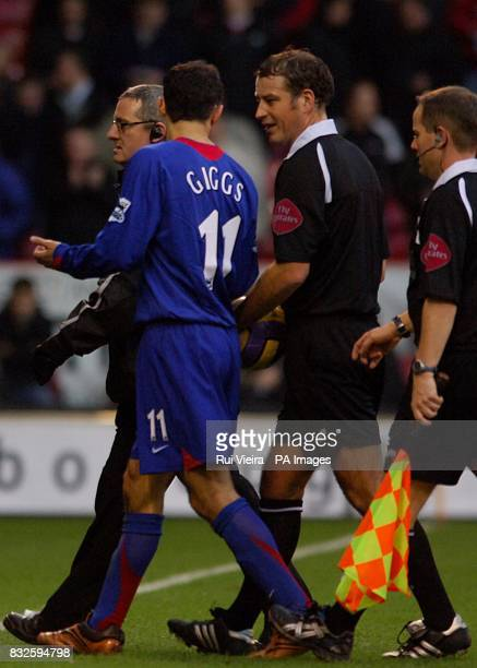 Match Referee Mr M Clattenburg talks to Manchester United's Ryan Giggs at the end of the fisrt half