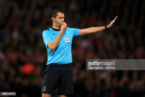 Match referee Viktor Kassai