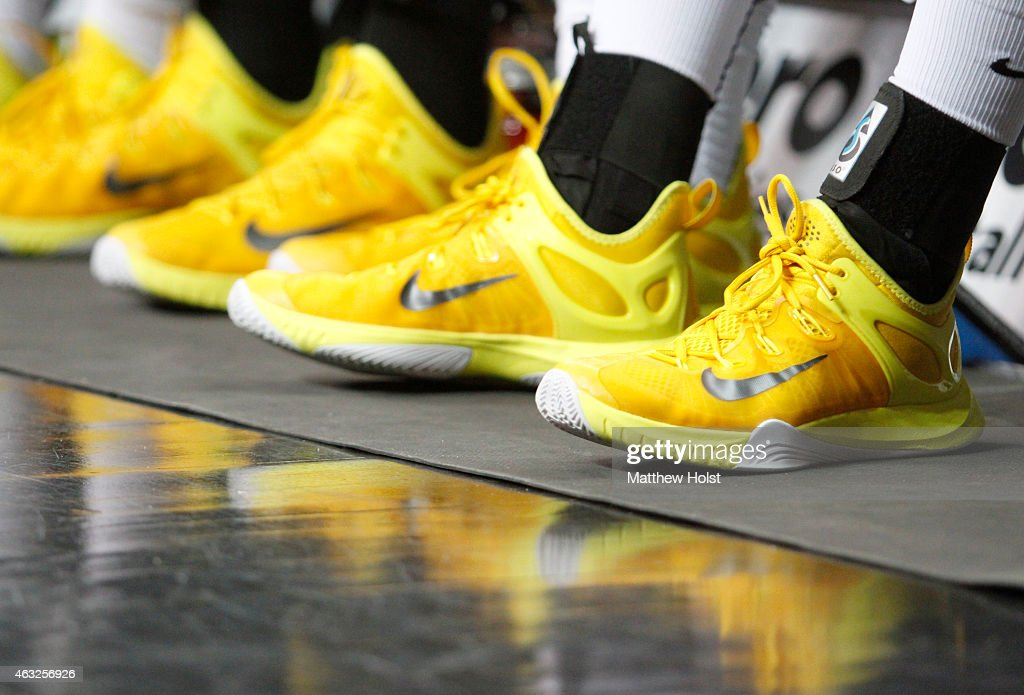 new styles e37e0 5a400 iowa hawkeye nike shox shoes