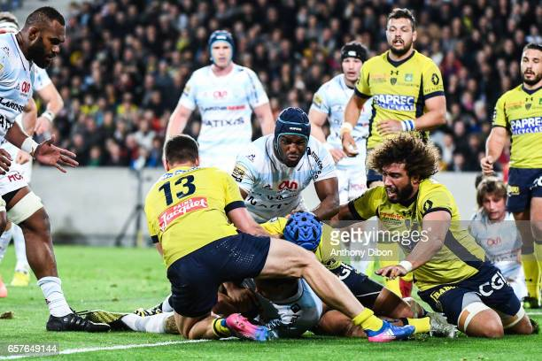 Matemini Masoe of Racing 92 scores a try during the Top 14 match between Racing 92 and Clermont Auvergne at Stade PierreMauroy on March 25 2017 in...
