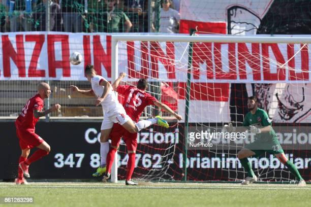 Mateo Chinellato of Padova Calcio shot on target during the Lega Pro 17/18 group B match between Teramo Calcio 1913 and Calcio Padova at Gaetano...