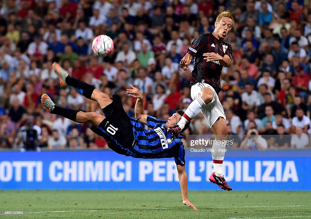 Mateo Kovacic of FC Internazionale (L) and <a gi-track='captionPersonalityLinkClicked' href=/galleries/search?phrase=Keisuke+Honda&family=editorial&specificpeople=2333022 ng-click='$event.stopPropagation()'>Keisuke Honda</a> of AC Milan compete for the ball during the TIM pre-season tournament match between FC Internazionale and AC Milan at Mapei Stadium - Città del Tricolore on August 12, 2015 in Reggio nell'Emilia, Italy.
