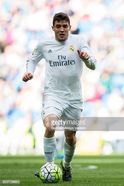 Mateo Kovacic of Real Madrid CF controls the ball during the La Liga match between Real Madrid CF and SD Eibar at Estadio Santiago Bernabeu on April...