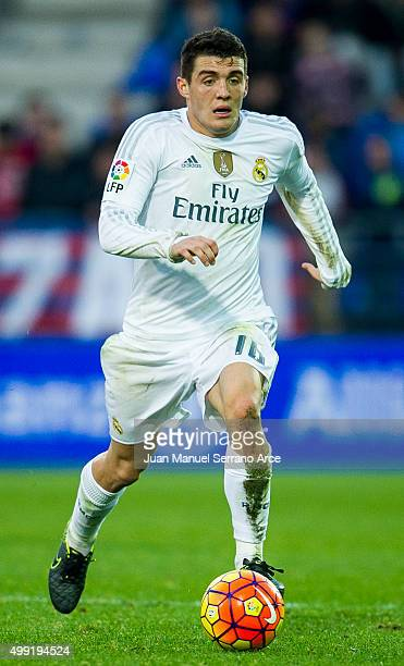 Mateo Kovacic of Real Madrid controls the ball during the La Liga match between SD Eibar and Real Madrid at Ipurua Municipal Stadium on November 29...
