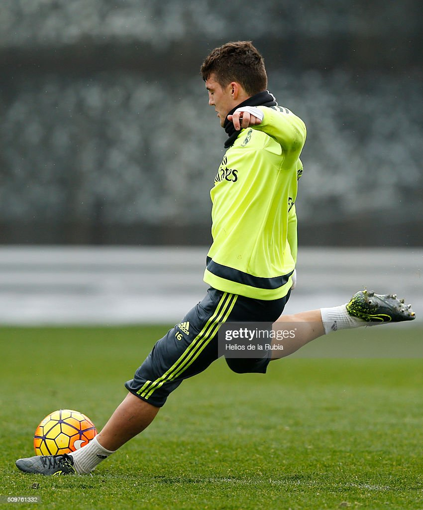 Mateo Kovacic of Real Madrid warms up during a training session at Valdebebas training ground on February 12, 2016 in Madrid, Spain.