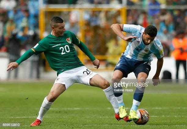 Mateo Musacchio of Argentina fights for the ball with Pablo Escobar of Bolivia during a match between Bolivia and Argentina as part of FIFA 2018...