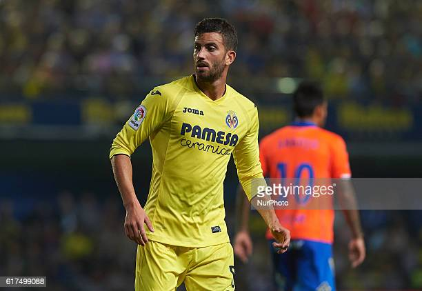 Mateo Musacchio of Villarreal CF looks on prior during the La Liga match between Villarreal vs UD Las Palmas Vilareal on october 23 2016