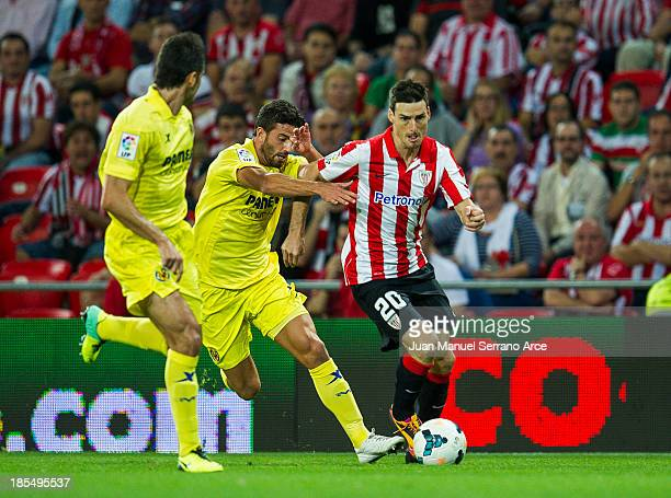 Mateo Musacchio of Villarreal competes for the ball with Aritz Aduriz of Athletic Club Bilbao during the La Liga match between Athletic Club Bilbao...