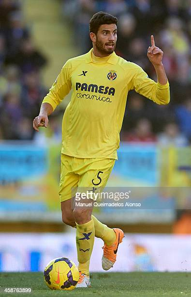 Mateo Musacchio of Villarreal runs with the ball during the La Liga match between Villarreal CF and Sevilla FC at El Madrigal on December 21 2013 in...