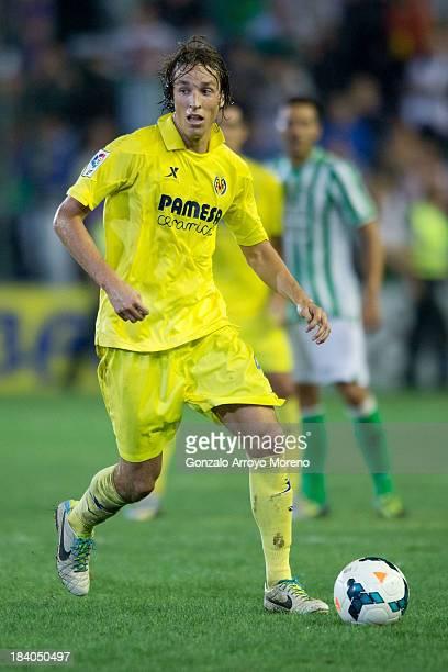 Mateo Pablo Musacchio of Villarreal CF controls the ball during the La Liga match between Real Betis Balompie and Villarreal CF at Estadio Benito...