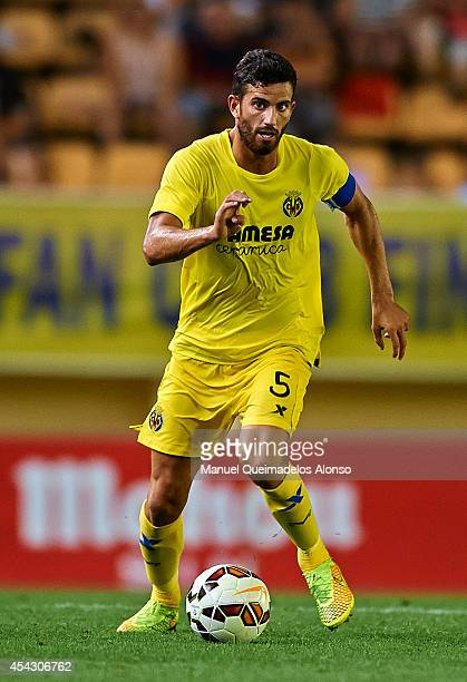 Mateo Pablo Musacchio of Villarreal CF runs with the ball during the UEFA Europe League playoff second leg match between Villarreal CF and Astana at...