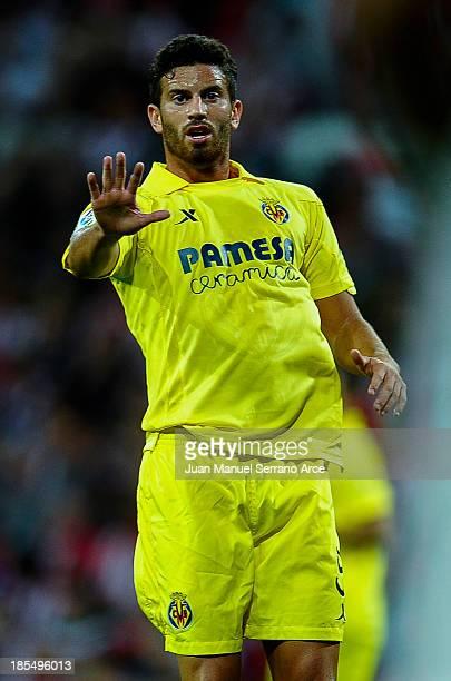 Mateo Pablo Musacchio of ÊVillarreal reacts during the La Liga match between ÊAthletic Club Bilbao Êand Villarreal at San Mames Stadium on October 21...