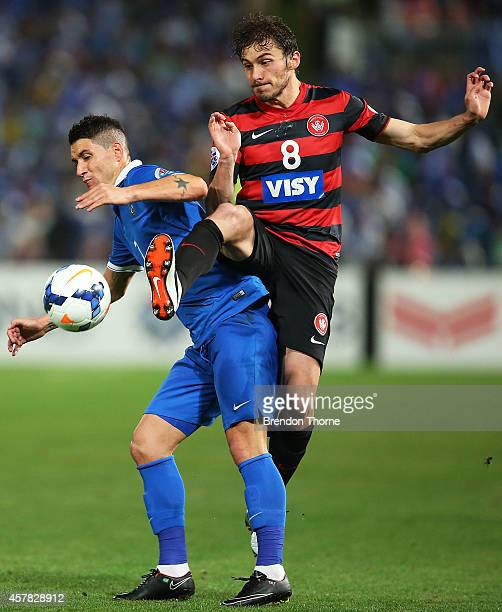 Mateo Poljak of the Wanderers ccompetes with Thiago Neves of AlHilal during the Asian Champions League final match between the Western Sydney...