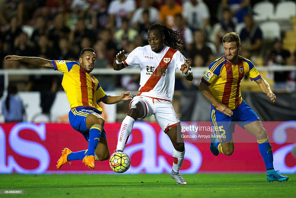 Mateus Alberto Contreiras alias Manucho (2ndL) of Rayo Vallecano de Madrid competes for the ball with Ruben Vezo (L) of Valencia CF and his teammate <a gi-track='captionPersonalityLinkClicked' href=/galleries/search?phrase=Shkodran+Mustafi&family=editorial&specificpeople=5006425 ng-click='$event.stopPropagation()'>Shkodran Mustafi</a> (R) during the La Liga match between Rayo Vallecano de Madrid and Valencia CF at Estadio de Vallecas on August 22, 2015 in Madrid, Spain.