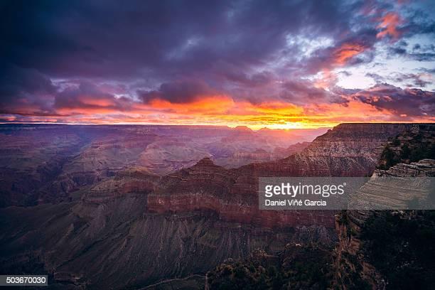 Mather Point, south rim, Grand Canyon National Park at sunrise, Arizona, USA