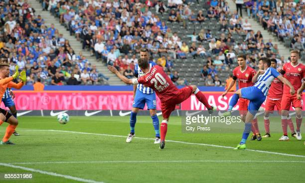 Mathew Leckie of Hertha BSC scores the 20 during the game between Hertha BSC and dem VfB Stuttgart on August 19 2017 in Berlin Germany