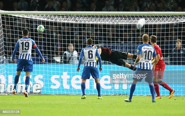 Mathew Leckie scores the first goal during the Bundesliga match between Hertha BSC and Bayer 04 Leverkusen at Olympiastadion on September 20 2017 in...