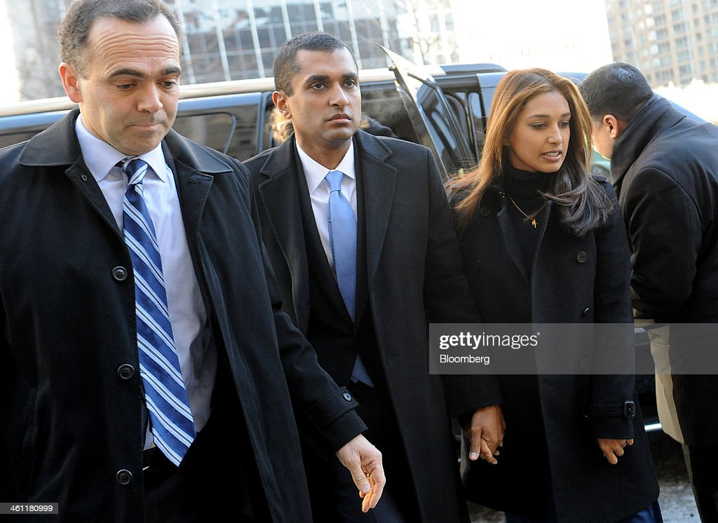 Mathew Martoma, a former portfolio manager with SAC Capital Advisors LP, center, holds hands with his wife Rosemary Martoma, right, as they arrive at federal court in New York, U.S., on Tuesday, Jan. 7, 2014. Mathew Martoma, whose trial begins today, won rulings limiting the evidence prosecutors can use to try to prove he made $276 million for SAC based on inside information from two doctors supervising a clinical drug trial. Photographer: Louis Lanzano/Bloomberg via Getty Images