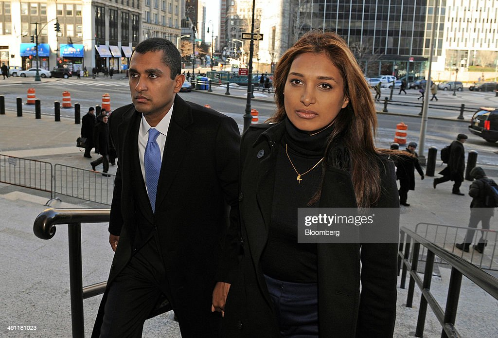 Mathew Martoma, a former portfolio manager with SAC Capital Advisors LP, left, holds hands with his wife Rosemary Martoma as they arrive at federal court in New York, U.S., on Tuesday, Jan. 7, 2014. Mathew Martoma, whose trial begins today, won rulings limiting the evidence prosecutors can use to try to prove he made $276 million for SAC based on inside information from two doctors supervising a clinical drug trial. Photographer: Peter Foley/Bloomberg via Getty Images