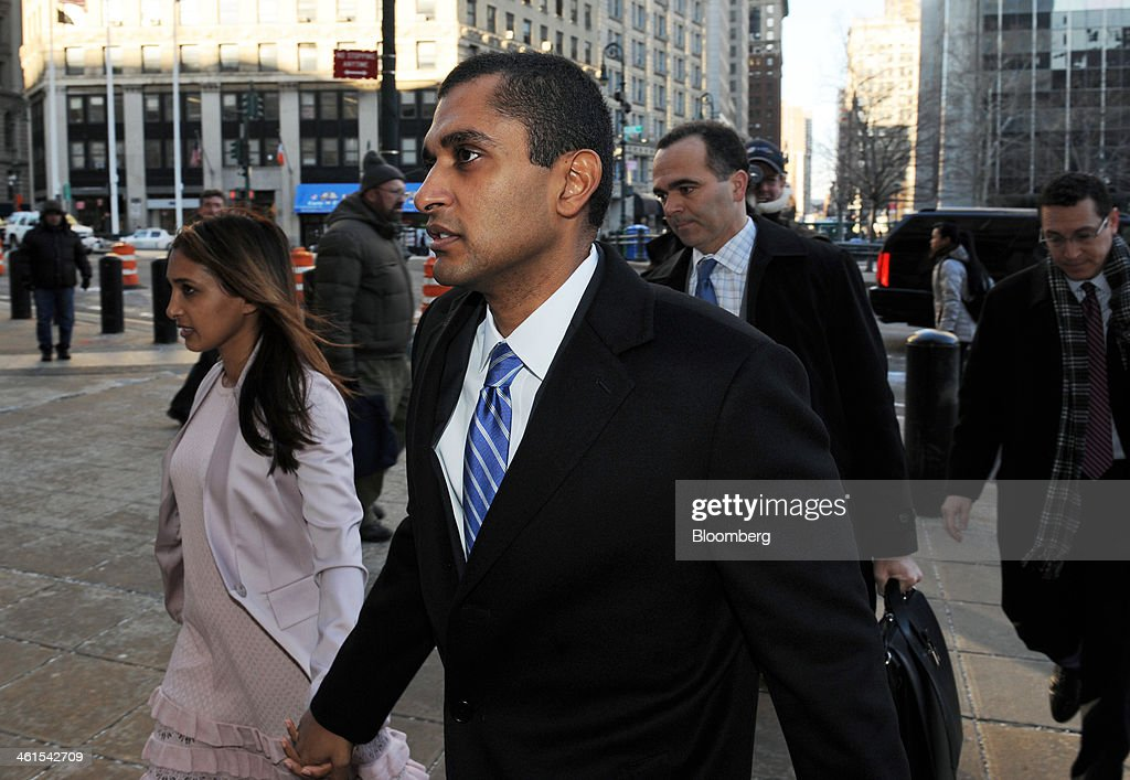 Mathew Martoma, a former portfolio manager with SAC Capital Advisors LP, center, holds hands with his wife Rosemary Martoma as they arrive at federal court in New York, U.S., on Thursday, Jan. 9, 2014. Mathew Martoma, on trial for insider trading, lost a bid to show jurors what founder Steven Cohen told regulators about the sale of Wyeth stock at the center of the case -- statements he argues exonerate him. Photographer: Peter Foley/Bloomberg via Getty Images