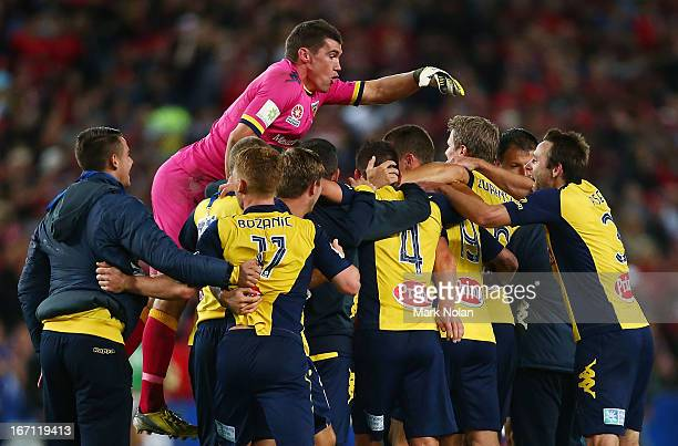 Mathew Ryan of the Mariners celebrates victory with team mates after the ALeague 2013 Grand Final match between the Western Sydney Wanderers and the...