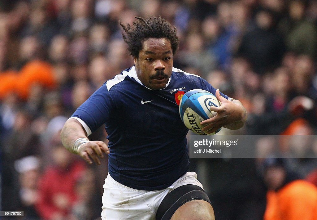 <a gi-track='captionPersonalityLinkClicked' href=/galleries/search?phrase=Mathieu+Bastareaud&family=editorial&specificpeople=677501 ng-click='$event.stopPropagation()'>Mathieu Bastareaud</a> of France breaks clear to score his team's second try during the RBS Six Nations Championship match between Scotland and France at Murrayfield Stadium on February 7, 2010 in Edinburgh, United Kingdom.