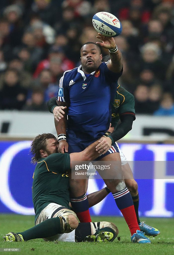 <a gi-track='captionPersonalityLinkClicked' href=/galleries/search?phrase=Mathieu+Bastareaud&family=editorial&specificpeople=677501 ng-click='$event.stopPropagation()'>Mathieu Bastareaud</a> of France passes the ball as <a gi-track='captionPersonalityLinkClicked' href=/galleries/search?phrase=Duane+Vermeulen&family=editorial&specificpeople=4511227 ng-click='$event.stopPropagation()'>Duane Vermeulen</a> tackles during the International match between France and South Africa at Stade de France on November 23, 2013 in Paris, France.