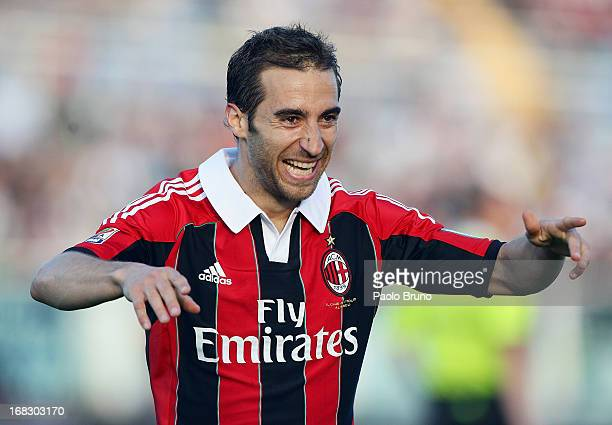 Mathieu Flamini of AC Milan celebrates after scoring the third team's goal during the Serie A match between Pescara and AC Milan at Adriatico Stadium...