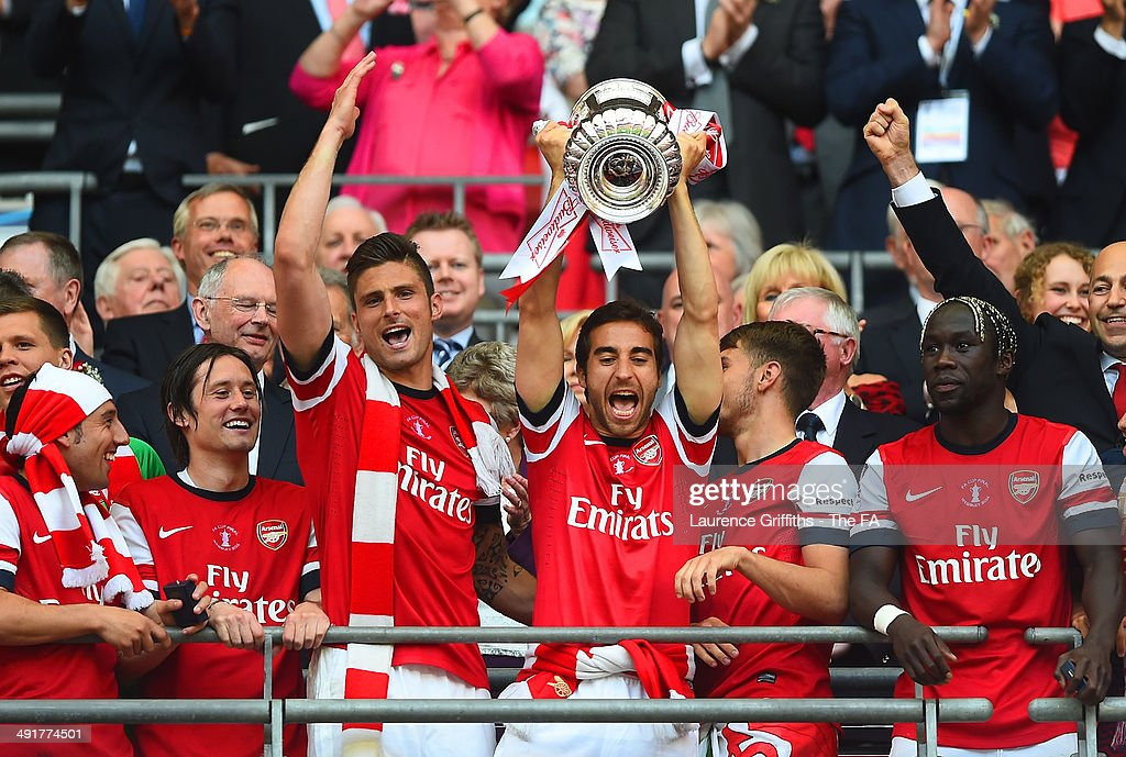 <a gi-track='captionPersonalityLinkClicked' href=/galleries/search?phrase=Mathieu+Flamini&family=editorial&specificpeople=242961 ng-click='$event.stopPropagation()'>Mathieu Flamini</a> of Arsenal celebrates with his team-mates as he lifts the FA Cup after the FA Cup with Budweiser Final match between Arsenal and Hull City at Wembley Stadium on May 17, 2014 in London, England.