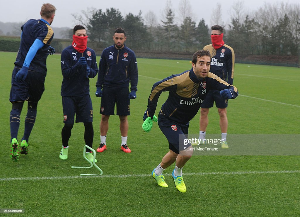 <a gi-track='captionPersonalityLinkClicked' href=/galleries/search?phrase=Mathieu+Flamini&family=editorial&specificpeople=242961 ng-click='$event.stopPropagation()'>Mathieu Flamini</a> of Arsenal during a training session at London Colney on February 13, 2016 in St Albans, England.