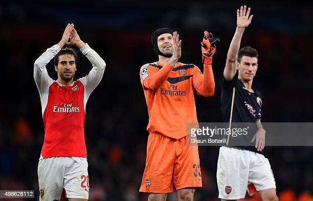 Mathieu Flamini Petr Cech and Laurent Koscielny acknowledge the crowd following the UEFA Champions League match between Arsenal FC and GNK Dinamo...