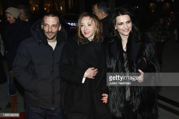 Mathieu Kassovitz Sylvie Testud and Juliette Binoche attend 'La Vie D'Une Autre' Paris premiere on February 7 2012 in Paris France