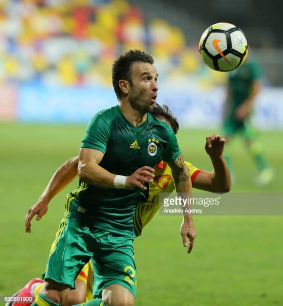 Mathieu Valbuena of Fenerbahce in action during the Turkish Spor Toto Super Lig soccer match between Goztepe and Fenerbahce at the Bornova Stadium in...