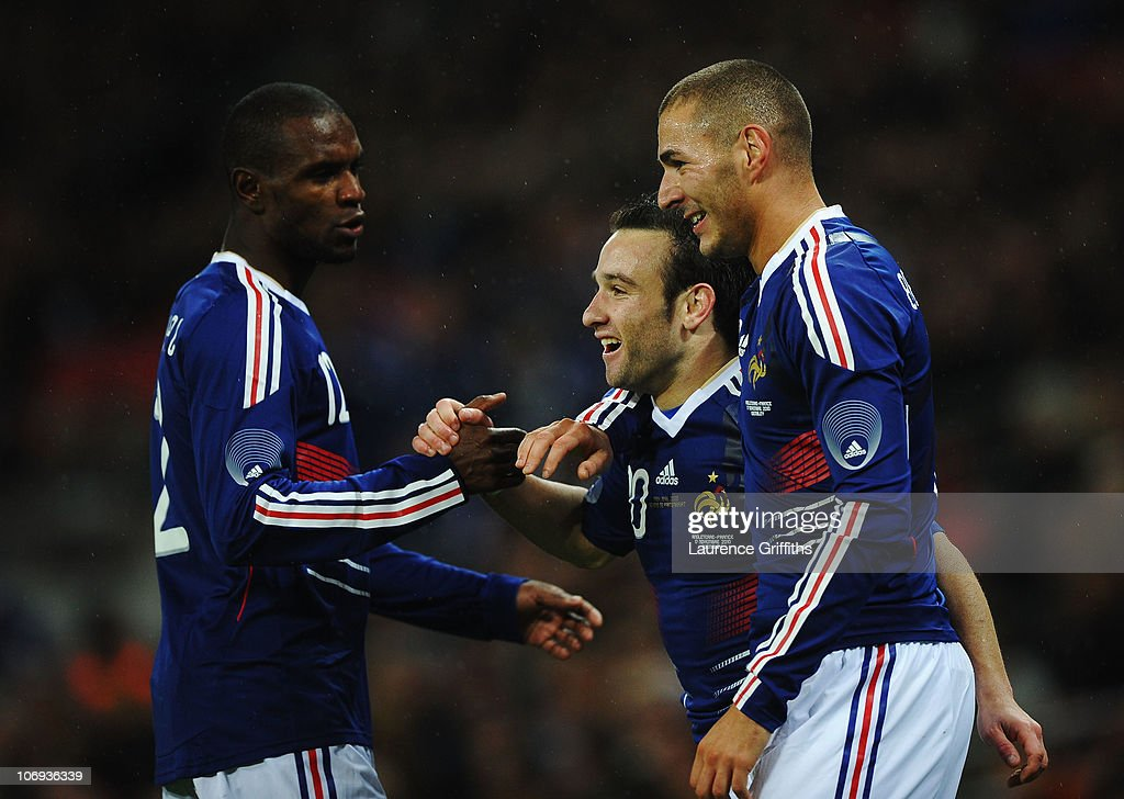 <a gi-track='captionPersonalityLinkClicked' href=/galleries/search?phrase=Mathieu+Valbuena&family=editorial&specificpeople=778610 ng-click='$event.stopPropagation()'>Mathieu Valbuena</a> of France (C) celebrates with Eric Abidal (L) and <a gi-track='captionPersonalityLinkClicked' href=/galleries/search?phrase=Karim+Benzema&family=editorial&specificpeople=796089 ng-click='$event.stopPropagation()'>Karim Benzema</a> (R) as he scores their second goal during the international friendly match between England and France at Wembley Stadium on November 17, 2010 in London, England.