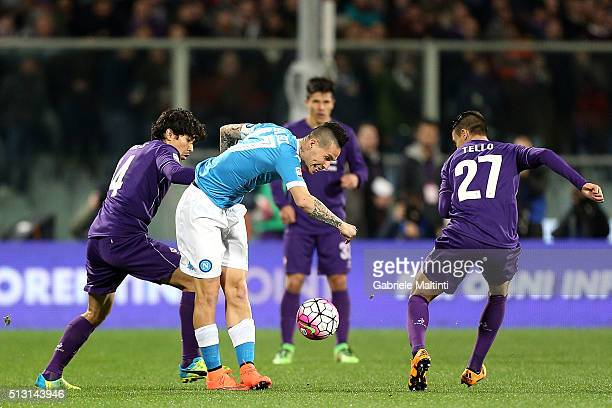 Mati Fernandez of ACF Fiorentina battles for the ball with Marek Hamsik of SSC Napoli during the Serie A match between ACF Fiorentina and SSC Napoli...