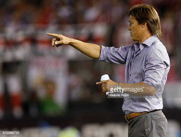 Matias Almeyda coach of Banfield gives instructions to his players during a match between River Plate and Banfield as part of 10th round of Torneo...