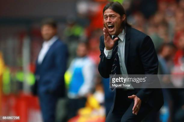 Matias Almeyda coach of Chivas gives instructions during the semifinals first leg match between Toluca and Chivas as part of the Torneo Clausura 2017...