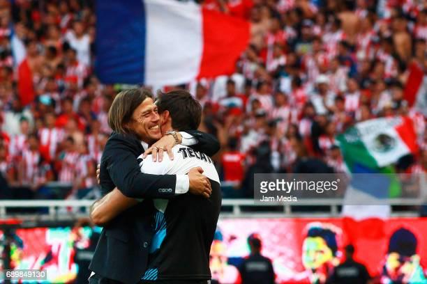 Matias Almeyda coach of Chivas hugs Rodolfo Cota goalkeeper of Chivas after winning the Final second leg match between Chivas and Tigres UANL as part...