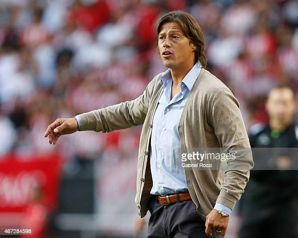 Matias Almeyda gives instructions to his players during a match between Estudiantes and Banfield as part of sixth round of Torneo Primera Division...