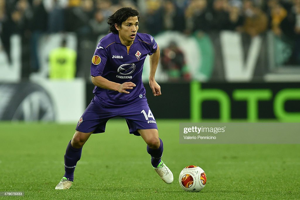 Matias Fernandez of ACF Fiorentina in action during the UEFA Europa League Round of 16 match between Juventus and ACF Fiorentina at Juventus Arena on...