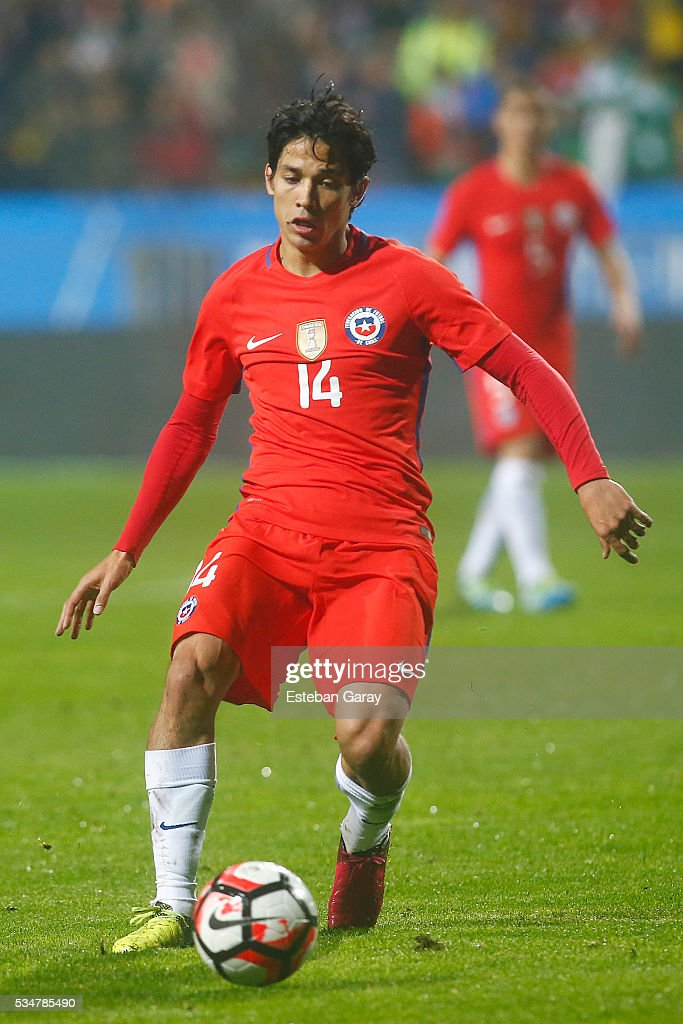 Matias Fernandez of Chile in action during an international friendly match between Chile and Jamaica at Sausalito Stadium on May 27 2016 in Vina del...