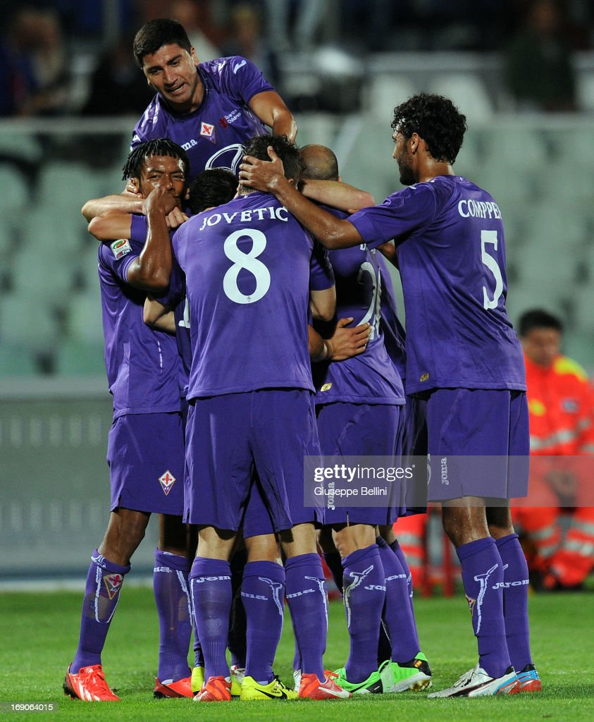 Matias Fernandez of Fiorentina celebrates after scoring the goal 03 during the Serie A match between Pescara and ACF Fiorentina at Adriatico Stadium...
