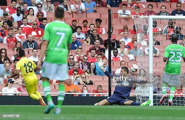 Matias Leiva scores a goal for Villareal past past Koen Casteels of Wolfsburg during the Emirates Cup match between VFL Wolfsburg and Villarreal CF...