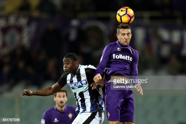 Matias Vecino of ACF Fiorentina battles for the ball with Duvan Zapata of Udinese Calcio during the Serie A match between ACF Fiorentina and Udinese...