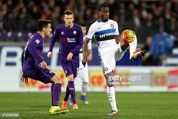 Matias Vecino of ACF Fiorentina battles for the ball with Geoffrey Kondogbia of FC Internazionale Milano during the Serie A match between ACF...