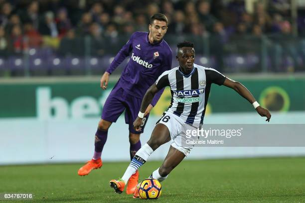 Matias Vecino of ACF Fiorentina battles for the ball with Seko Fofana of Udinese Calcio during the Serie A match between ACF Fiorentina and Udinese...