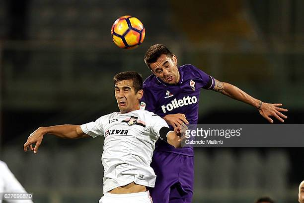 Matias Vecino of ACF Fiorentina battles for the ball with Sinisa Andelkovic of US Citta' di Palermo during the Serie A match between ACF Fiorentina...