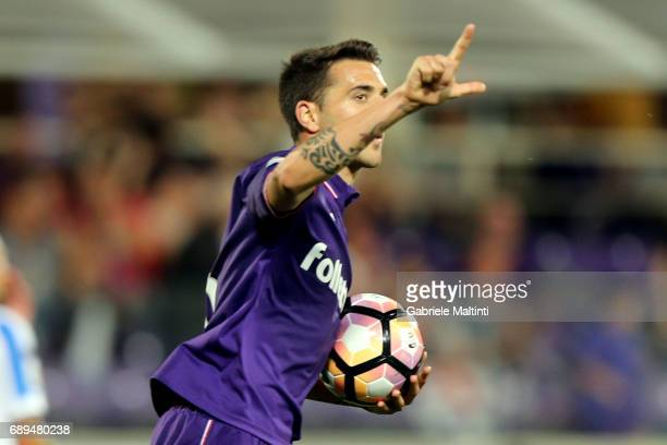 Matias Vecino of ACF Fiorentina celebrates after scoring a goal during the Serie A match between ACF Fiorentina and Pescara Calcio at Stadio Artemio...